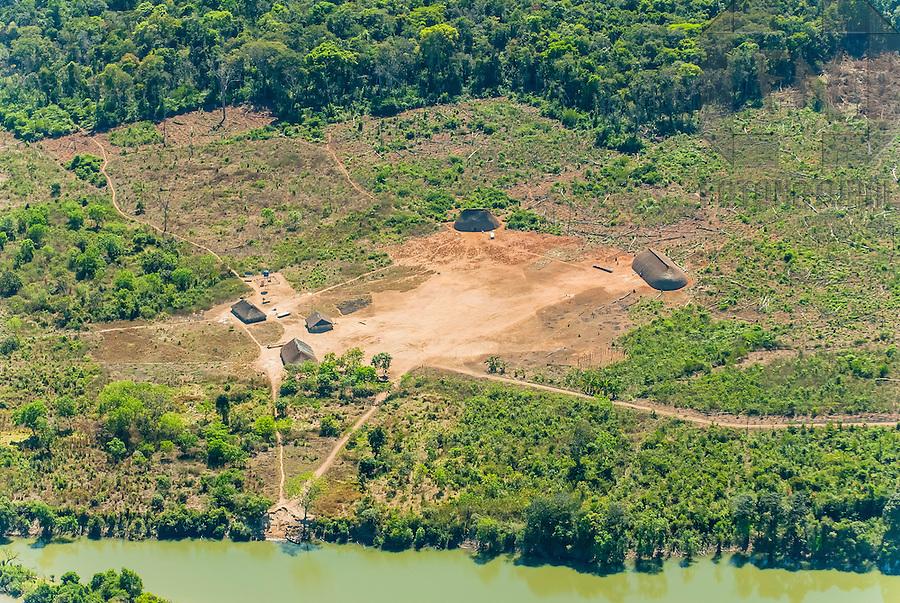 Aldeia ind&iacute;gena no Alto Xingu   Indigenous village in High Xingu<br /> <br /> LOCAL: Quer&ecirc;ncia, Mato Grosso, Brasil <br /> DATE: 07/2009 <br /> &copy;Pal&ecirc; Zuppani
