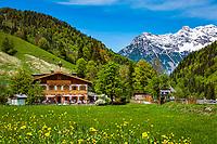 Oesterreich, Tirol, bei Hochfilzen: Gasthof Wiesenseehof vor den Loferer Steinbergen | Austria, Tyrol, near Jochfilzen: mountain inn Wiesenseehof with Loferer Steinberge mountains