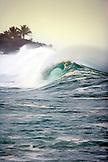 USA, Hawaii, Oahu, powerful breaking wave in the ocean at Waimea Bay