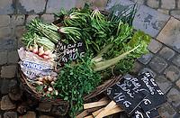 Europe/France/Languedoc-Roussillon/11/Aude/Carcassonne: Légumes sur l'étal de Monsieur Vayre (maraicher) sur le marché place Carnot