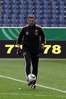 Hans-Joerg Butt<br /> WM-Team des DFB trainiert in der Commerzbank Arena *** Local Caption *** Foto ist honorarpflichtig! zzgl. gesetzl. MwSt. Auf Anfrage in hoeherer Qualitaet/Aufloesung. Belegexemplar an: Marc Schueler, Alte Weinstrasse 1, 61352 Bad Homburg, Tel. +49 (0) 151 11 65 49 88, www.gameday-mediaservices.de. Email: marc.schueler@gameday-mediaservices.de, Bankverbindung: Volksbank Bergstrasse, Kto.: 151297, BLZ: 50960101