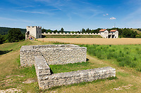 Deutschland, Bayern, Oberbayern, Altmuehltal, Walting Ortsteil Pfuenz: Ausgrabung und Rekonstruktion des Roemerkastells Vetoniana | Germany, Upper Bavaria, Altmuehl Valley, Walting district Pfuenz: archaeological excavation and reconstructions of Roman Fortress Vetoniana