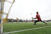 VOETBAL: GROU: Sportpark Meinga, 04-11-2012, GAVC - St. Annaparochie, Zondag 2e Klasse K, Einduitslag 1-1, Wouter van de Meulen (#2 | GAVC), Desmond Louwerens (#1 | St.Anna), ©foto Martin de Jong