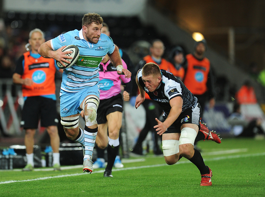 Glasgow Warriors' Callum Gibbins evades the tackle of Ospreys' Lloyd Ashley<br /> <br /> Photographer Kevin Barnes/CameraSport<br /> <br /> Guinness Pro14 Round 8 - Ospreys v Glasgow Warriors - Friday 2nd November 2018 - Liberty Stadium - Swansea<br /> <br /> World Copyright © 2018 CameraSport. All rights reserved. 43 Linden Ave. Countesthorpe. Leicester. England. LE8 5PG - Tel: +44 (0) 116 277 4147 - admin@camerasport.com - www.camerasport.com