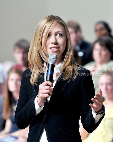 Washington, D.C. - March 25, 2008 -- Chelsea Clinton introduces her mother, United States Senator Hillary Rodham Clinton (Democrat of New York), at a fund-raiser at DAR Constitution Hall in Washington, D.C. on Wednesday, March 26, 2008..Credit: Ron Sachs / CNP.(RESTRICTION: NO New York or New Jersey Newspapers or newspapers within a 75 mile radius of New York City)