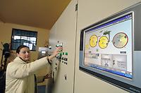 - Gambarana (Pavia) impianto per la produzione di energia elettrica da biomasse presso l'azienda agricola &quot;Castello&quot; di Cesare Pollini; quadro di comando generale<br /> <br /> - Gambarana (Pavia) plant for production of electricity from biomass at  &quot;Castle&quot; farm of Cesare Pollini; general switchboard