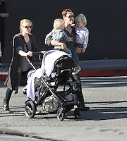 Anna Paquin & Stephen Moyer strolling in Venice Beach with their twins - EXCLUSIVE