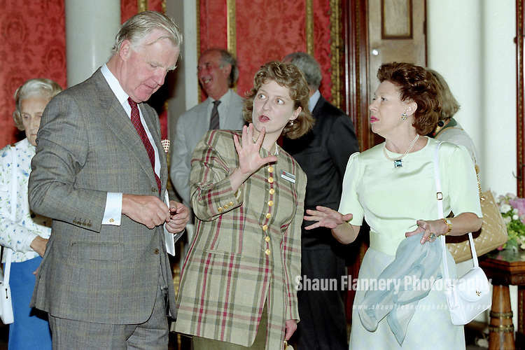 Pix: Shaun Flannery/shaunflanneryphotography.com...COPYRIGHT PICTURE&gt;&gt;SHAUN FLANNERY&gt;01302-570814&gt;&gt;07778315553&gt;&gt;..5th July 1995..HRH Princess Margaret officially opens Brodsworth Hall nr. Doncaster<br /> Caroline Whitworth (centre) English Heritage.