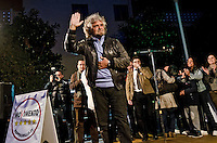 MONTESILVANO (PE) 12-04-2011: PBEPPE GRILLO, LEADER DEL MOVIMENTO 5 STELLE, ARRIVA IN CAMPER NELLA PIAZZA DEL COMUNE PER INAUGURARE LA CAMPAGNA ELETTEROLAE.NELLA FOTO BEPPE GRILLO.DILORETO