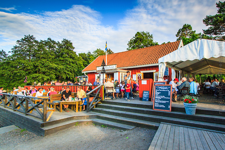 Restaurant med uteservering i skärgården på Utö