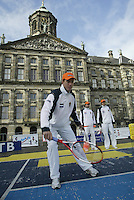 9-2-06, Netherlands, tennis, Amsterdam, Daviscup.Netherlands Russia, Draw, Jesse Huta Galung in action on the Dam in Amsterdam playing street tennis