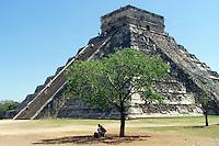 Mayan temple, the Castillo of Chichen Itza, Yucatan Peninsula, Mexico.