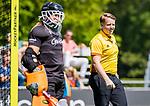 BLOEMENDAAL - scheidsrechter Steven Bakker tijdens de tweede Play Out wedstrijd hockey dames, Bloemendaal-MOP (5-1)  COPYRIGHT KOEN SUYK