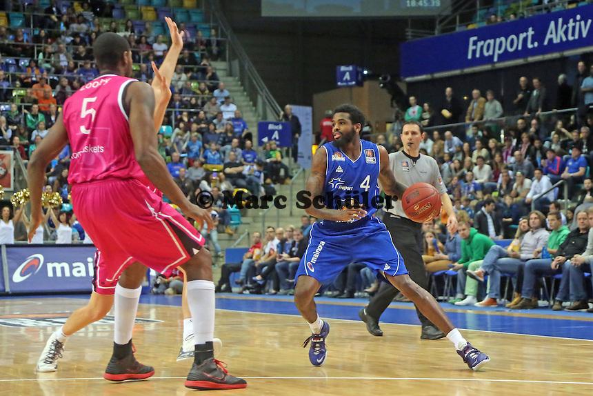 Neuzugang Ramon Galloway (Skyliners) gegen Kurt Looby (Bonn) - Fraport Skyliners vs. Telekom Baskets Bonn, Fraport Arena Frankfurt
