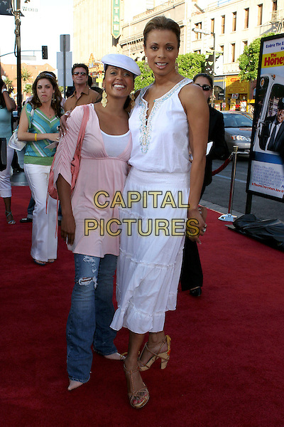 "ESCENCE ATKINS & VALERIE PETTIFORD.""The Honeymooners"" World Premiere,.at the Grauman's Chinese Theatre, .Hollywood, CA, USA, 8th June 2005..full length essence.Ref: ADM.www.capitalpictures.com.sales@capitalpictures.com.©Jacqui Wong/AdMedia/Capital Pictures."