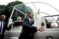 Papa Francesco saluta i fedeli dalla Papamobile all'incontro con i giovani in Piazza Solferino durante la sua visita pastorale alla Sacra Sindone di Torino, 22-06-2015.<br /> Pope Francis waves to pilgrims as he meets young people during his visit of the Holy Shroud in Turin, Italy. The Christian tradition identifies this linen cloth as the one used to wrap the body of Jesus Christ in the tomb. <br /> Foto Giorgio Perottino/Insidefoto