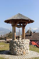 Ziehbrunnen in Ofterschwang-H&uuml;ttenberg  im Allg&auml;u, Bayern, Deutschland<br /> dra- well in Ofterschwang-H&uuml;ttenberg, Allg&auml;u, Bavaria, Germany