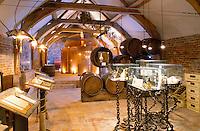 Belgium, Flanders, Flemish Brabant, Grimbergen: Museum of Beer | Belgien, Flandern, Flaemisch-Brabant, Grimbergen: Biermuseum in der ehemaligen Brauerei des Klosters der Norbertinermoenche