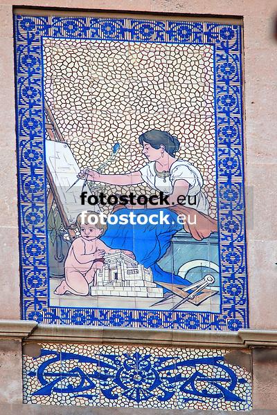 Can Barcel&oacute;, Plaza Josep Maria Quadrado, 9, (siglo XX) decorada con cer&aacute;micas policromadas de la antigua f&aacute;brica mallorquina &quot;La Roqueta&quot;, firmada por Vicen&ccedil; Lloren&ccedil;<br /> Can Barcel&oacute;, Plaza Josep Maria Quadrado, 9, (20th century) decorated with tiles of the antique mallorquean fabric &quot;La Roqueta&quot;, designed by Vicen&ccedil; Lloren&ccedil;<br /> Can Barcel&oacute;, Plaza Josep Maria Quadrado, 9, (20. Jh.) dekoriert mit Keramikkacheln der alten mallorquinischen Fabrik &quot;La Roqueta&quot;, gestaltet von Vicen&ccedil; Lloren&ccedil;<br /> 2711x1807 px