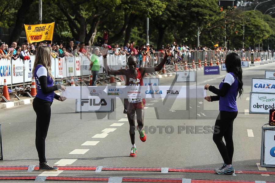 SÃO PAULO, SP, 17.05.2015 - MARATONA-SP Samuel Kimutai Kiptum terceiro colocado na prova masculina da XXI Maratona Internacional de São Paulo, na manhã deste domingo dia 17, com largada iniciada no Obelisco do Parque do Ibirapuera. (Foto Amauri Nehn/Brazil Photo Press)