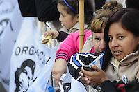 Pela primeira vez desde que foi eleito presidente em 2007, a presidente Cristina Fernández de Kirchner participa do tradicional Te Deum Missa presidida pelo Arcebispo Mario Poli. A última vez que o presidente entrou Buenos Aires Catedral foi em 2006 que acompanha ex-presidente Nestor Kirchner como primeira-dama. A decisão de participar depois de 8 anos está em linha com uma melhora na sua relação com a Igreja Católica, após a eleição do cardeal Jorge Bergoglio como Papa Francis. (FOTO: PATRICIO MURPHY / BRASIL PHOTO PRESS).