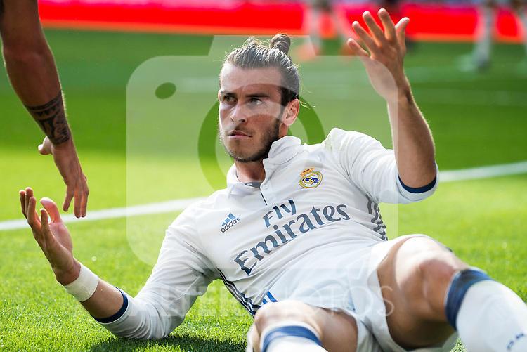 Real Madrid's player Gareth Bale during a match of La Liga Santander at Santiago Bernabeu Stadium in Madrid. October 02, Spain. 2016. (ALTERPHOTOS/BorjaB.Hojas)