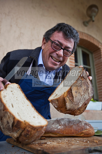 Europe/France/Midi-Pyrénées/82/Tarn-et-Garonne/Saint-Étienne-de-Tulmont: le chef, Christian Constant et le pain de campagne [Non destiné à un usage publicitaire - Not intended for an advertising use]