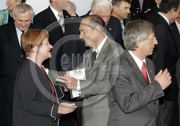 BRUSSELS - BELGIUM - 16 JUNE 2005 -- EU- Council Summit Familyphoto. -- The Finnish President Tarja HALONEN (L) with Jacques CHIRAC, President of France. the Prime Minister of Luxembourg Jean-Claude JUNCKER (R) -- PHOTO: JUHA ROININEN / EUP-IMAGES