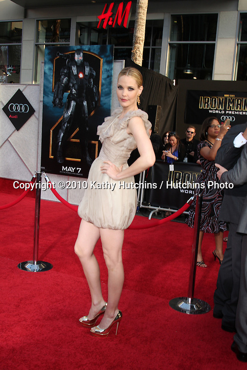 "Leslie Bibb .arrives at  the ""Iron Man 2"" Premiere.El Capitan Theater.Los Angeles, CA.April 26, 2010.©2010 Kathy Hutchins / Hutchins Photo..."
