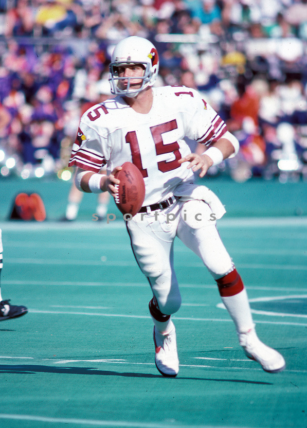 St. Louis Cardinals Neil Lomax (15) in action during a game against the Philadelphia Eagles on October 28, 1984 at Veterans Stadium in Philadelphia, Pennsylvania. The Cardinals beat the Eagles 34-14.
