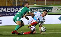 BOGOTÁ - COLOMBIA, 06-04-2019:Jeider Riquett (Izq.) jugador de La Equidad  disputa el balón con Michael Rangel (Der.) jugador del Atlético Junior durante partido por la fecha 14 de la Liga Águila I 2019 jugado en el estadio Metropolitano de Techo de la ciudad de Bogotá. /Jeider Riquett (L) player of La Equidad fights the ball  against of Michael Rangel (R) player of Atletico Junior   during the match for the date 14 of the Liga Aguila I 2019 played at the Metropolitano de Techo  stadium in Bogota city. Photo: VizzorImage / Felipe Caicedo / Staff.