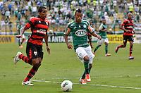 ATENÇÃO EDITOR: FOTO EMBARGADA PARA VEÍCULOS INTERNACIONAIS - SÃO PAULO, SP, 25 DE NOVEMBRO DE 2012 - CAMPEONATO BRASILEIRO - PALMEIRAS x ATLETICO GOIANIENSE: Bruno Oliveira (d)  durante partida Palmeiras x Atletico Goianiense, válida pela 37ª rodada do Campeonato Brasileiro no Estádio do Pacaembú. FOTO: LEVI BIANCO - BRAZIL PHOTO PRESS