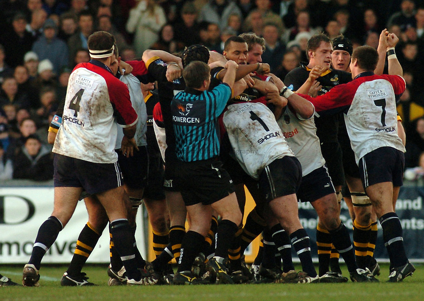 Photo. Glyn Thomas. .Bristol Shoguns v London Wasps. .Powergen Cup, Sixth Round. 19/12/2004..Tempers flare and punches are thrown, resulting in the sin binning of Wasps' Henry Nwume.