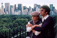 October 1983 --- American actress Raquel Welch and her husband, director, screenwriter and producer Andr? Weinfeld at home in New York. --- Image by © JP Laffont
