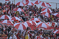 BOGOTÁ -COLOMBIA, 27-02-2016: Hinchas de Santa Fe animan a su equipo durante el encuentro entre La Equidad e Independiente Santa Fe por la fecha 7 de la Liga Águila I 2016 jugado en el estadio Metropolitano de Techo de la ciudad de Bogotá. / Fans of Santa Fe cheer for their team uring the match between La Equidad and Independiente Santa Fe for the date 7 of the Aguila League I 2016 played at Metropolitano de Techo stadium in Bogotá city. Photo: VizzorImage/ Gabriel Aponte / Staff