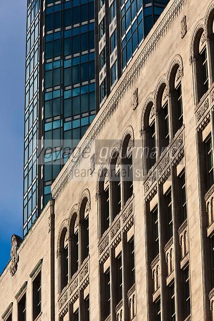 Amérique/Amérique du Nord/Canada/Québec/Montréal: Facade immeuble sur la rue Sainte-Catherine et Tour McGill