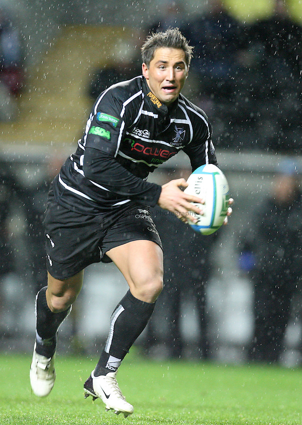 Photo: Rich Eaton...Ospreys v Calvisano. Heineken Cup. 15/12/2006. Gavin Henson of Ospreys
