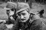 1978-lipiec-sierpień, Otwock - Orzysz. Szkoła Oficerów Rezerwy (SOR) obowiązkowe szkolenie wojskowe absolwentów wyższych uczelni cywilnych. Nz. Miło poleżeć na trawie.