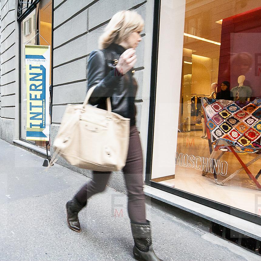 Il FuoriSalone 2010 nelle vie di centrali Milano.<br /> Via Sant'Andrea<br /> <br /> Street life in Sant'Andrea street during the International Furniture show in Milan