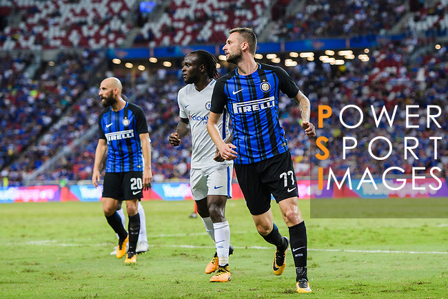 FC Internazionale Midfielder Marcelo Brozovic (R) in action during the International Champions Cup 2017 match between FC Internazionale and Chelsea FC on July 29, 2017 in Singapore. Photo by Marcio Rodrigo Machado / Power Sport Images