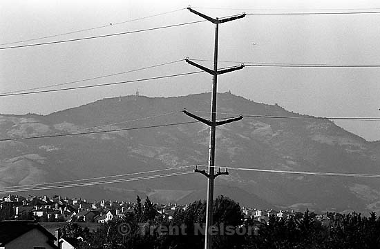 Power lines, homes, and Mt. Diablo<br />