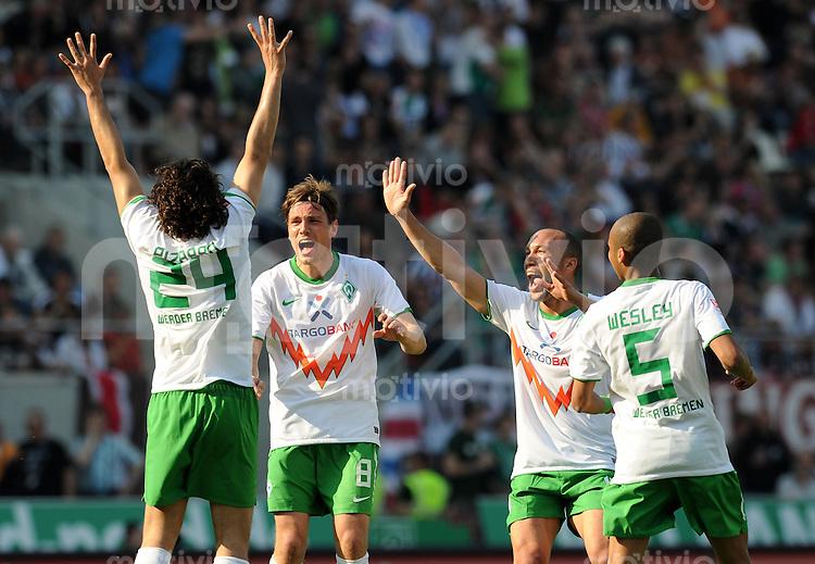 FUSSBALL   1. BUNDESLIGA   SAISON 2010/2010   31. Spieltag FC St. Pauli - SV Werder Bremen                            23.04.2011 Torjubel nach dem 2:1: CLaudio PIZARRO, Clemens FRITZ, Mikael SILVESTRE und WESLEY (v.l., alle Bremen)