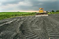 """TSCHECHIEN, 07.2006 .Mydlovary.Eines der MAPE-Absetzbecken fuer radioaktive Abwaesser, verfuellt mit Aschen aus Kohlekraftwerken (""""Sanierung""""). Die fruehere Uranverarbeitungsanlage bei Mydlovary, MAPE, liegt in Suedboehmen. Zwischen 1962 und 1991 produzierte sie 28525 Tonnen Yellow Cake fuer sowjetische Nuklearwaffen und einheimische AKW. Die Reste des Trennprozesses von Erz und Uran wurden in Absetzbecken rund um die Anlage gepumpt. Dort lagern heute 36 Millonen Tonnen radioaktiver Schlaemme. Boden, Wasser und Luft weisen erhoehte Schwermetall- und Strahlenwerte auf..© Vaclav Vasku/EST&OST.One of the MAPE tailing ponds covered by ashes from fossil-fuel power plant. The former chemical processing plant of uranium ore near Mydlovary, MAPE, is situated in Southern Bohemia. Between 1962 and 1991, 28525 tons of yellow cake were produced for Soviet nuclear bombs and domestic power plants. The uranium was separated from the ore by acid and alcalic leaching. The residue was stored in tailing ponds close to the plant. These contain a total of 36 million tons of radioactive sludge. Soil, water and air show raised levels of radioactivity and heavy metals."""