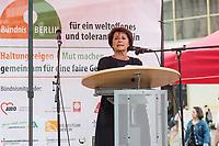 """Das Buendnis fuer ein weltoffenes und tolerantes Berlin, ein Buendnis von Kirchen, Gewerkschaften, Sport- und Wohlfahrtsverbaenden und weiteren zivilgesellschaftlichen Organisationen rief unter dem Motto """"Verantwortung fuer die Vergangenheit uebernehmen - fuer Gegenwart und Zukunft"""" zu einer Kundgebung am 17. August 2019, auf dem Alexanderplatz auf. <br /> Anlass fuer die Kundgebung waren berlinweite Proteste gegen den einen sog. """"Hessmarsch"""" von Rechtsextremisten und Neonazis.<br /> Im Bild: Lala Suesskind, JFDA – Juedisches Forum fuer Demokratie und gegen Antisemitismus.<br /> 17.8.2019, Berlin<br /> Copyright: Christian-Ditsch.de<br /> [Inhaltsveraendernde Manipulation des Fotos nur nach ausdruecklicher Genehmigung des Fotografen. Vereinbarungen ueber Abtretung von Persoenlichkeitsrechten/Model Release der abgebildeten Person/Personen liegen nicht vor. NO MODEL RELEASE! Nur fuer Redaktionelle Zwecke. Don't publish without copyright Christian-Ditsch.de, Veroeffentlichung nur mit Fotografennennung, sowie gegen Honorar, MwSt. und Beleg. Konto: I N G - D i B a, IBAN DE58500105175400192269, BIC INGDDEFFXXX, Kontakt: post@christian-ditsch.de<br /> Bei der Bearbeitung der Dateiinformationen darf die Urheberkennzeichnung in den EXIF- und  IPTC-Daten nicht entfernt werden, diese sind in digitalen Medien nach §95c UrhG rechtlich geschuetzt. Der Urhebervermerk wird gemaess §13 UrhG verlangt.]"""