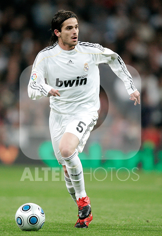 Real Madrid's Fernando Gago during King's Cup match. November 10, 2009. (ALTERPHOTOS/Alvaro Hernandez).