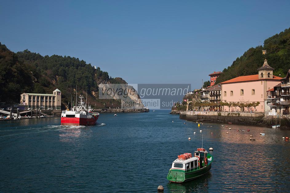 Europe/Espagne/Pays Basque/Guipuscoa/Pays Basque/Pasaia Donibane: Bateau qui fait la navette avec Pasaia San Pedro - Pasajes San Pedro