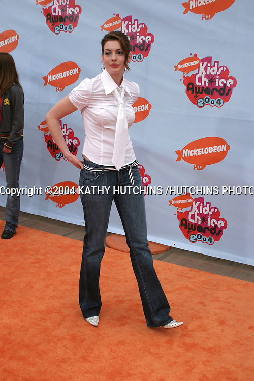 ©2004 KATHY HUTCHINS /HUTCHINS PHOTO.17TH ANNUAL NICKELODEON KID'S CHOICE AWARDS.WESTWOOD, CA.APRIL 3, 2004 ..ANNE HATHAWAY