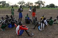 ETHIOPIA, Gambela, Nuer ethnic group, village Pilual, young people play soccer / AETHIOPIEN, Gambela, Region Itang, Dorf Pilual der Ethnie NUER, Fussballplatz im Dorf