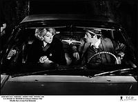 Prod DB © EIA - Filmsonor - Mondex Films - Procinex / DR<br /> LA CHASSE A L'HOMME de Edouard Molinaro 1964 FRA.<br /> avec Mireille Darc et Jean-Paul Belmondo<br /> couple, interieur de voiture, billets de banque, maquereau, souteneur, prostituee<br /> dialogues de Michel Audiard