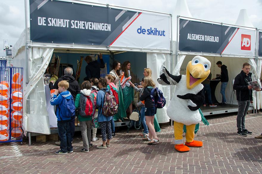 18juni Scheveningen<br /> Drukte rond de Volvo ocean race.<br /> <br /> (c)renee teunis